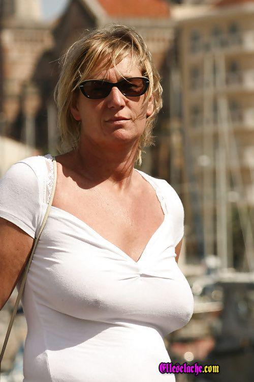 Le site de référence des décolletés, de femmes sans soutien-gorge (mais portant toujours quelque chose: robe, chemisier, T-shirt)et toujours sexy.