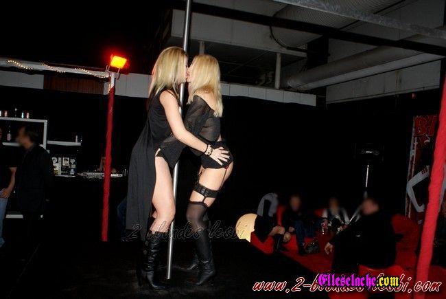 Club strip for lesbi