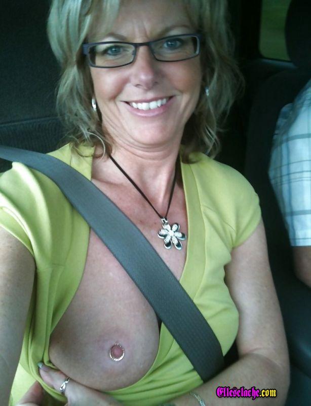 teton mature elle montre son anus