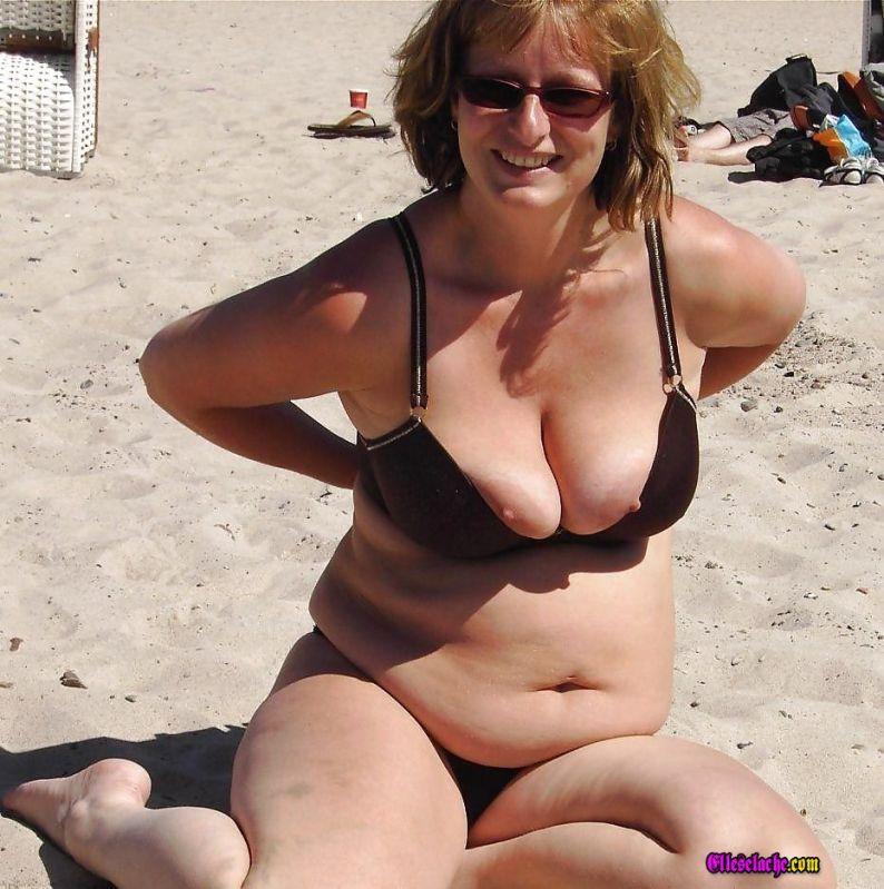 gros seins sur la plage elle pute