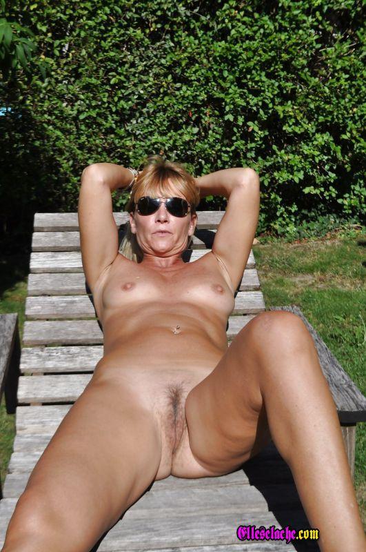recit femme salope nue jardin