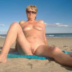 Femme poil entre les seins